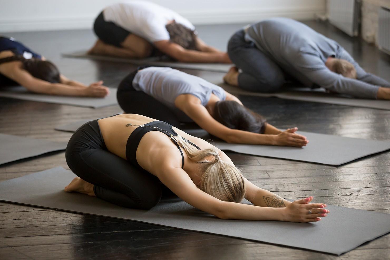 Yoga și psihoterapia – importanța conexiunii dintre corp și minte